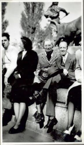 Bill? and Ruth with beret, May 1945 at the Gefion Fountain Copenhagen