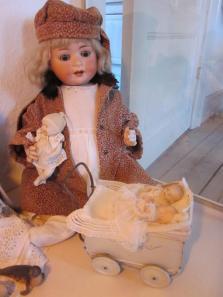 Dorthe Lohmanns porcelænsdukke og 30-er dukkevogn