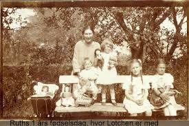 Asta og børnene i haven til min mors et års fødselsdag 1924