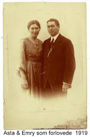 Asta & Emry's wedding picture in 1919/20