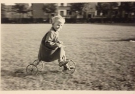 Niels at his tricycle ©Gunner Johansen