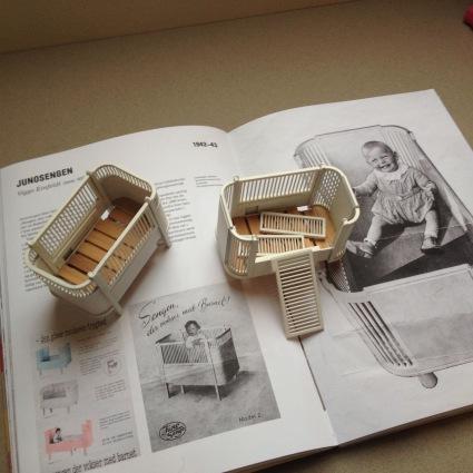 Miniature models of the Juno cot