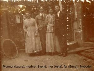 The back yard in Nyboder 1919 from left Laura, Svend, Asta & Emry Laura, Svend, Asta & Emry