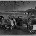 Udsigt fra Dosseringen mod Dronning Louises Bro. I baggrunden Øster Søgade, barnevogn foto. Sven Gjørling1949.