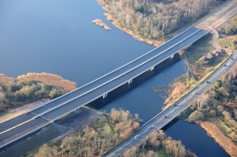 Vejdirektoratets billede af den nye motorvej og den gamle motortrafikvej