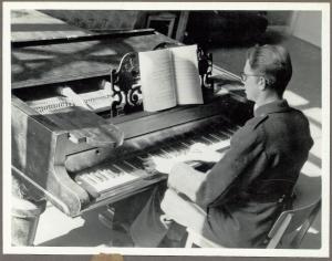 aage-holm-pa-det-kgl-teater-1944