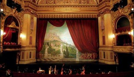 The Royal Theatre photo by Simon Knudsen