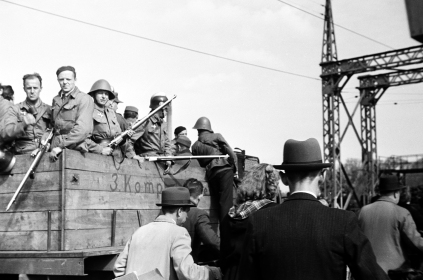 ©Gunner Johansen Resistance people at one of the bridges in a lorry