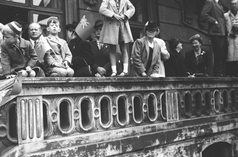 ©Gunner Johansen People gather on the Royal Theater of Copenhagen to greet Montgomery