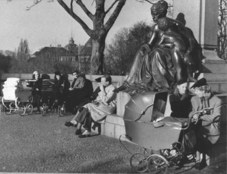 A photo from the war 1943 close to The Gefion Fountain. The Princes Marie Memorial