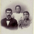 asta-og-foraeldre-i-1908