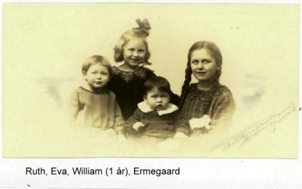A picture of the children when the youngest William is one year old in 1926. Ruth at the left, Eva behind and Ermegaard to the right