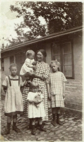 "My mother Ruth on my grandmother's arm. On the left is the ""war child"" Lotchen from Berlin. Eva in the front and Ermegaard to the right in 1924"