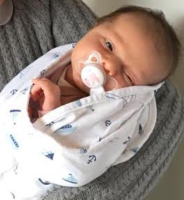 tre-uger-gammel-baby
