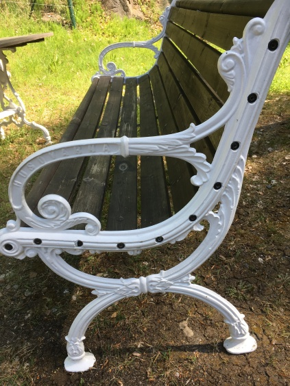 A bench in cast iron from the Husquarna factory