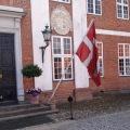 Hindsgavl hovedindgang medflag.jpg