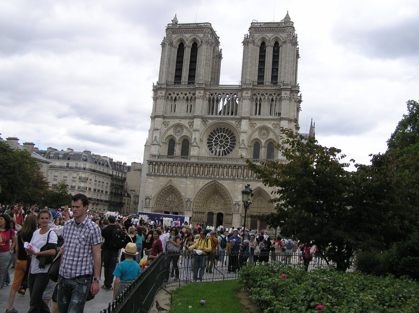 All tourists want to see Notre Dame 2011