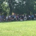 People in costumes from Washington's time are lining up in the shade shade at the Vernon estatepark
