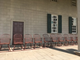 Chairs from the time of George Washington waiting for guests at Mount Vermont terrasse.