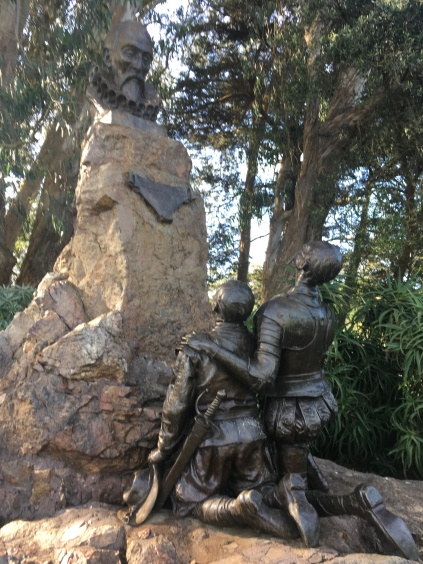 Don Quixote and Sancho Panza kneeling seen from behind