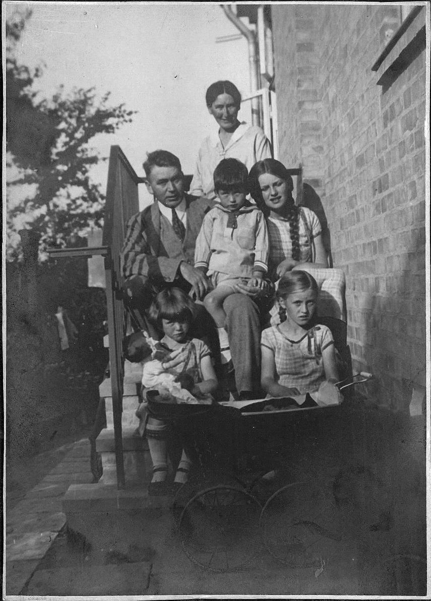 My grandparents and their four children in Holbaek 1929