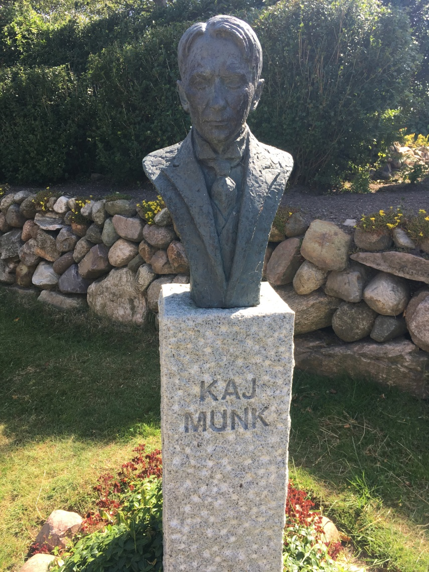 A bronze bust of Kaj Munk in the Vedsersoe Churchyard