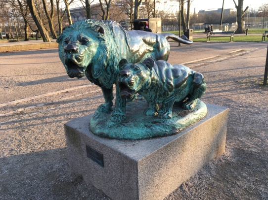 A sculpture of two lions in a Copenhagen park