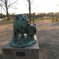 A sculpture of two lions in a Copenhagenpark